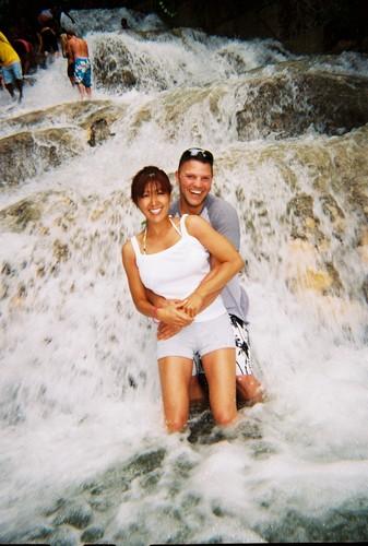 ジャマイカ滝登り体験 ジャマイカ ダンズリバー ジャマイカのダンズリバーのぼり体験で、、水が..